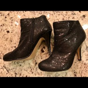 1 pair of black glitter party booties! F21 sz 7